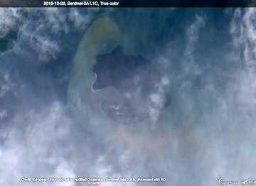 Satellite image of Anak Krakatau on 29 Dec 2018 (image: Sentinel-2 / ESA)