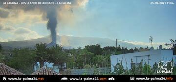 Ash emission this morning (image: La Palma 24 webcam)