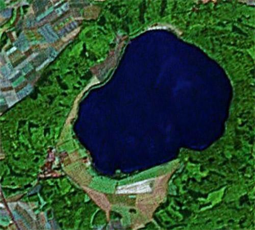 Der Laacher See gilt weiterhin als aktiver Vulkan (Google Earth View)