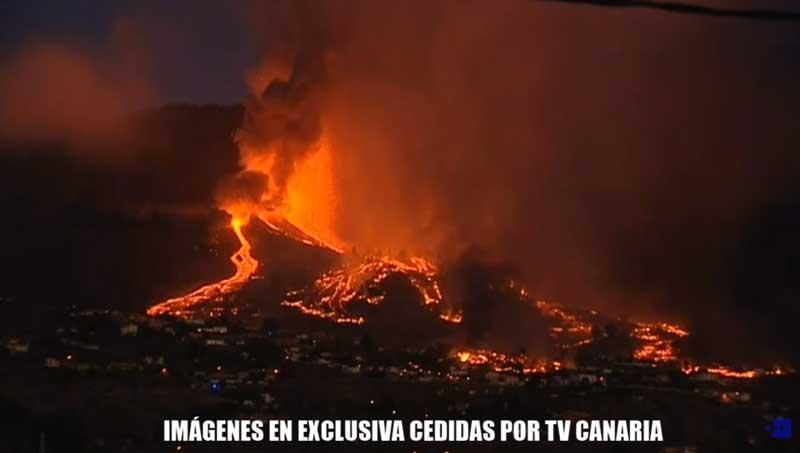 Udbruddet på La Palma i aften (billede: Canaria TV)