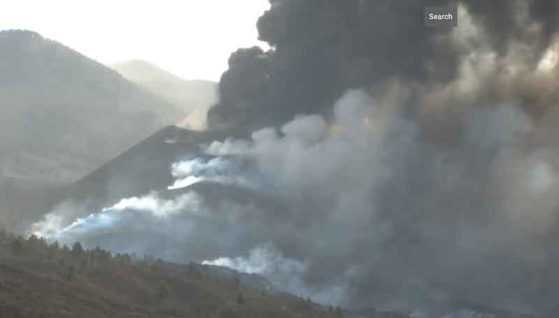 Activity at the vent of the eruption on La Palma aroud noon today (image: Canarias TV live stream)