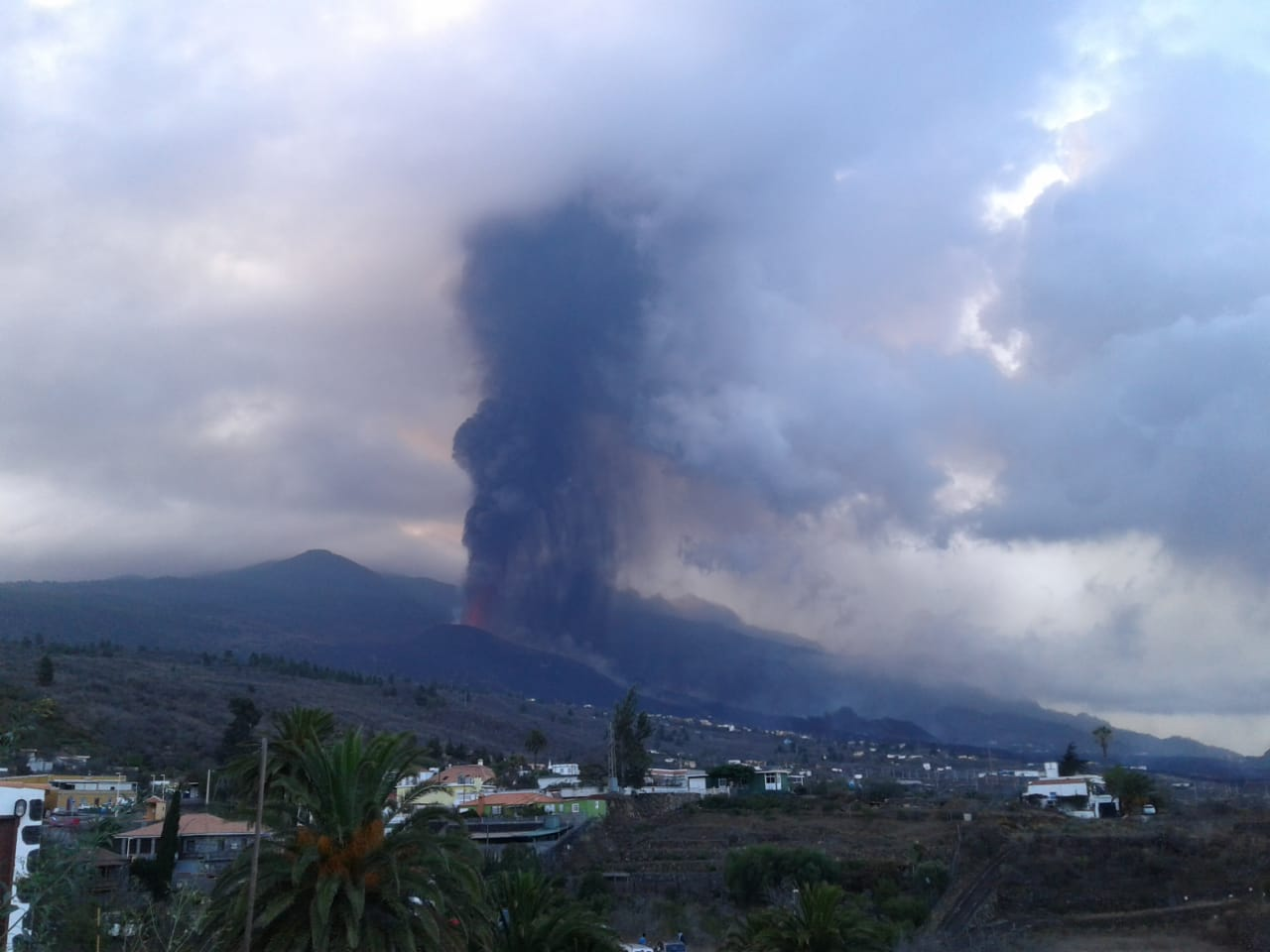 Lava fountain and ash column from Cumbre Vieja volcano this morning
