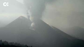 View of the eruption on La Palma this morning (image: Canarias TV live stream)