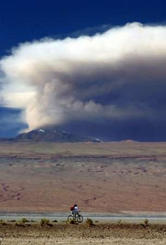 Lascar's eruption on 18 April 2006 (Photo REUTERS).