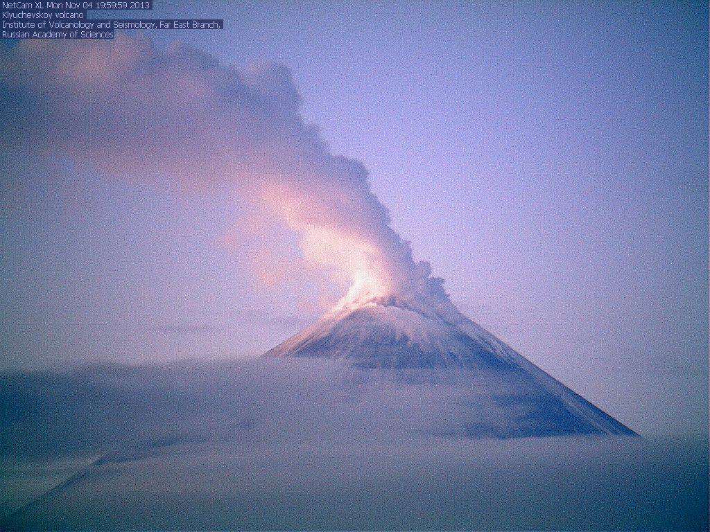 Current view of Klyuchevskoy volcano (KVERT webcam)