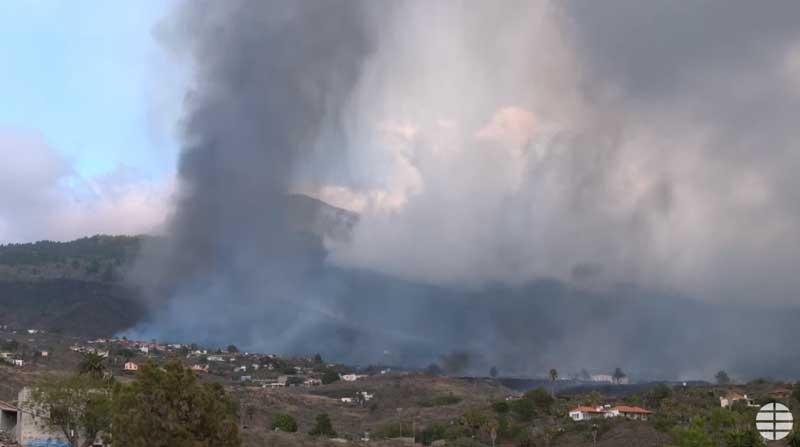 Lava flows from the eruption of La Palma in the area downslope of El Paraíso (image: El Mundo live stream)