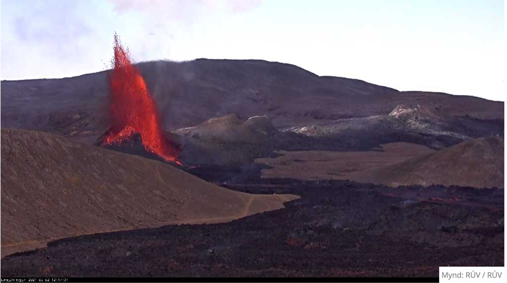 Phase of strong lava fountain yesterday around noon (image: RUV webcam)