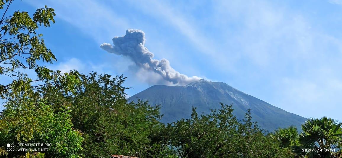 Eruption column from Lewotolo volcano on 4 August (image: @InfoBencan/twitter)