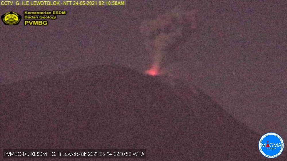Summit eruption at Lewotolo volcano accompanied with glowing crater (image: PVMBG)