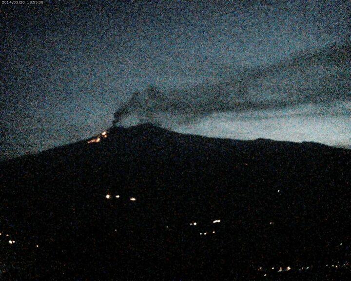 The lava flows seen from Linguaglossa (Etna Trekking webcam)