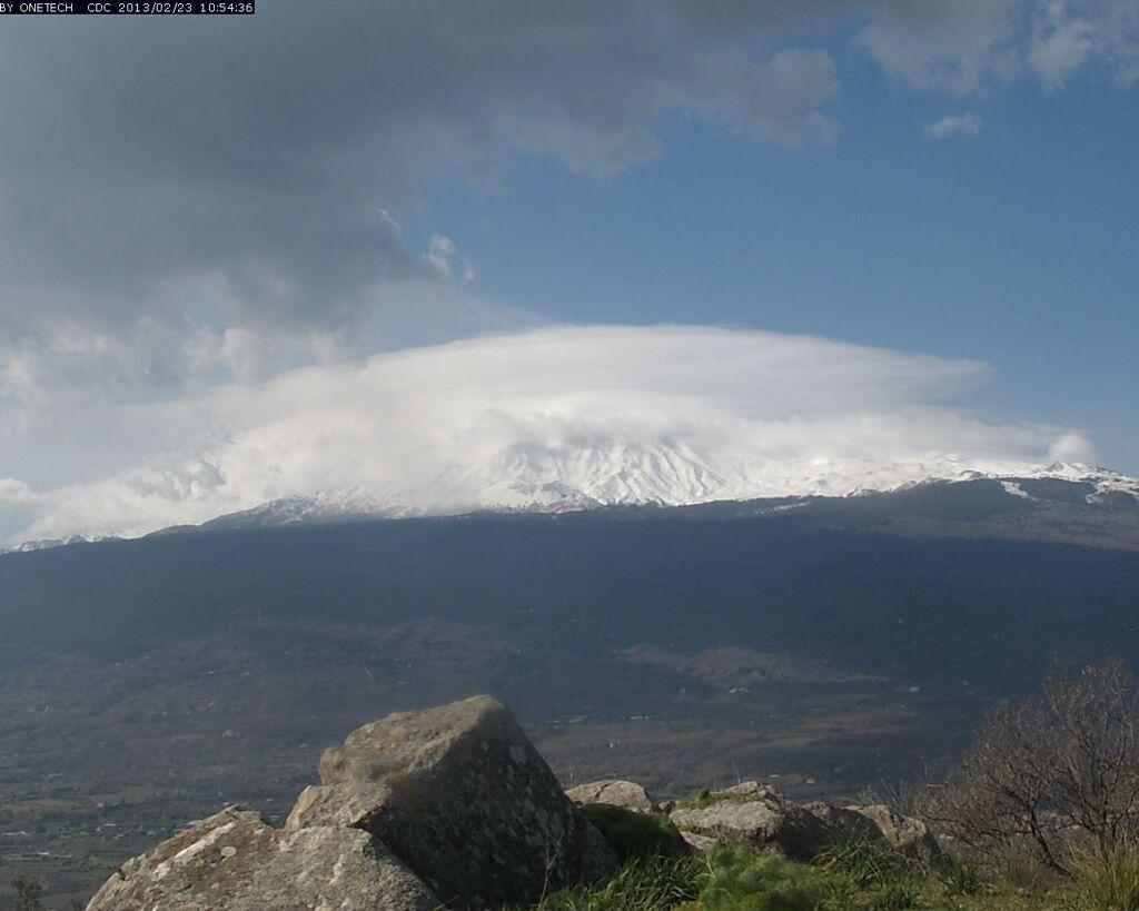 Current view of Etna from Linguaglossa (Etna Trekking webcam)