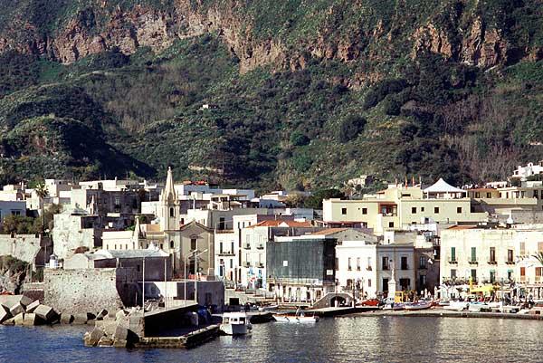 Le port de Marina Corta sur l'île de Lipari
