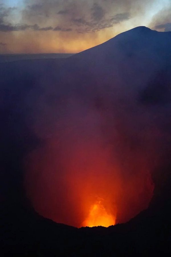 The lava lake in Masaya crater on 30 Dec 2015 (image: Maria Timmer / @ScienceByMaria / twitter)