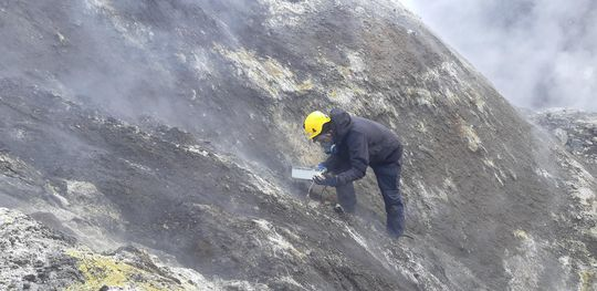 Sampling of gas released from Grimsvötn volcano in June (photo: IMO/Melissa Anne Pfeffer)