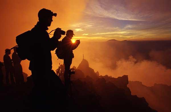 Gruppe auf dem Merapi - auf einer unser ersten Vulkantouren nach Indonesien in 2004