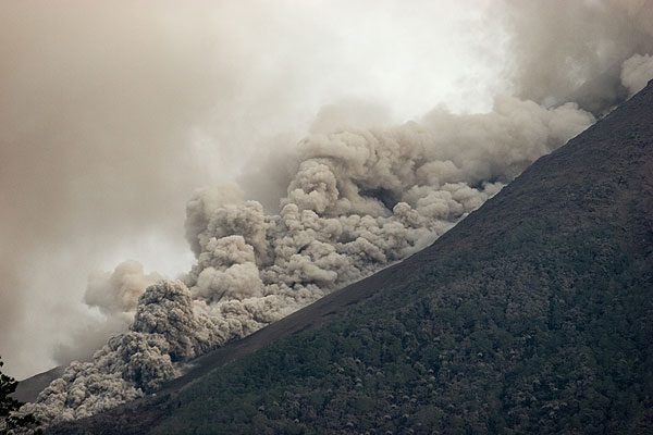 Pyroclastic flow travelling on Merapi's SW side towards Krasak river (27 May 2006)