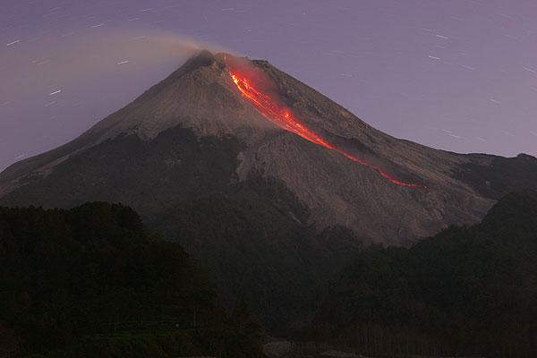 Glowing rockfalls at Merapi volcano at night (Aug. 2006)