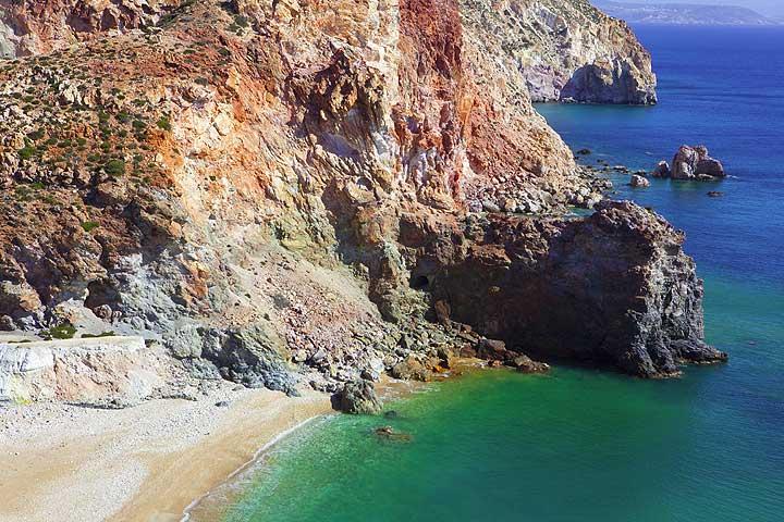 A great beach near the old mine. (c) Tom Pfeiffer