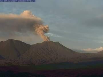 Explosion from Semisopochnoi volcano this morning (image: AVO)