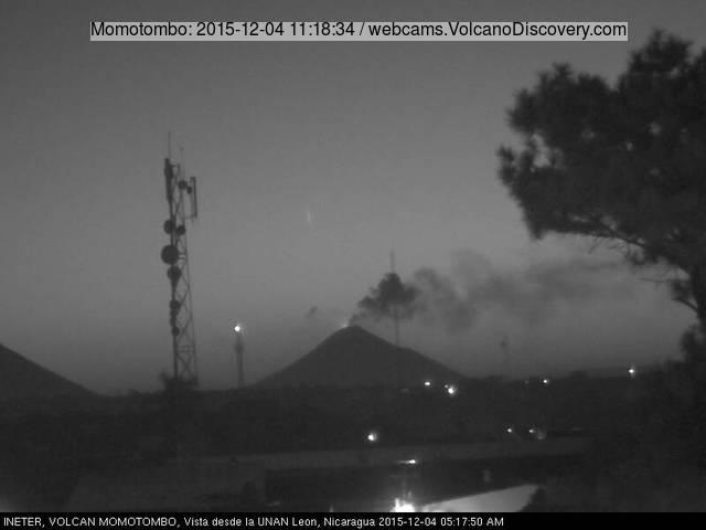 Momotombo volcano last night