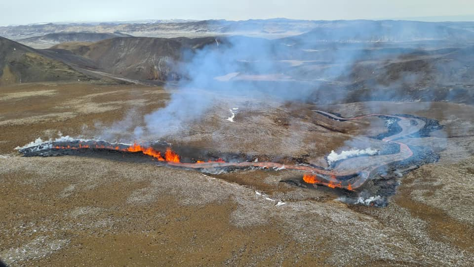 The new eruptive fissure that opened today in Iceland (image: Almannavarnir / facebook)