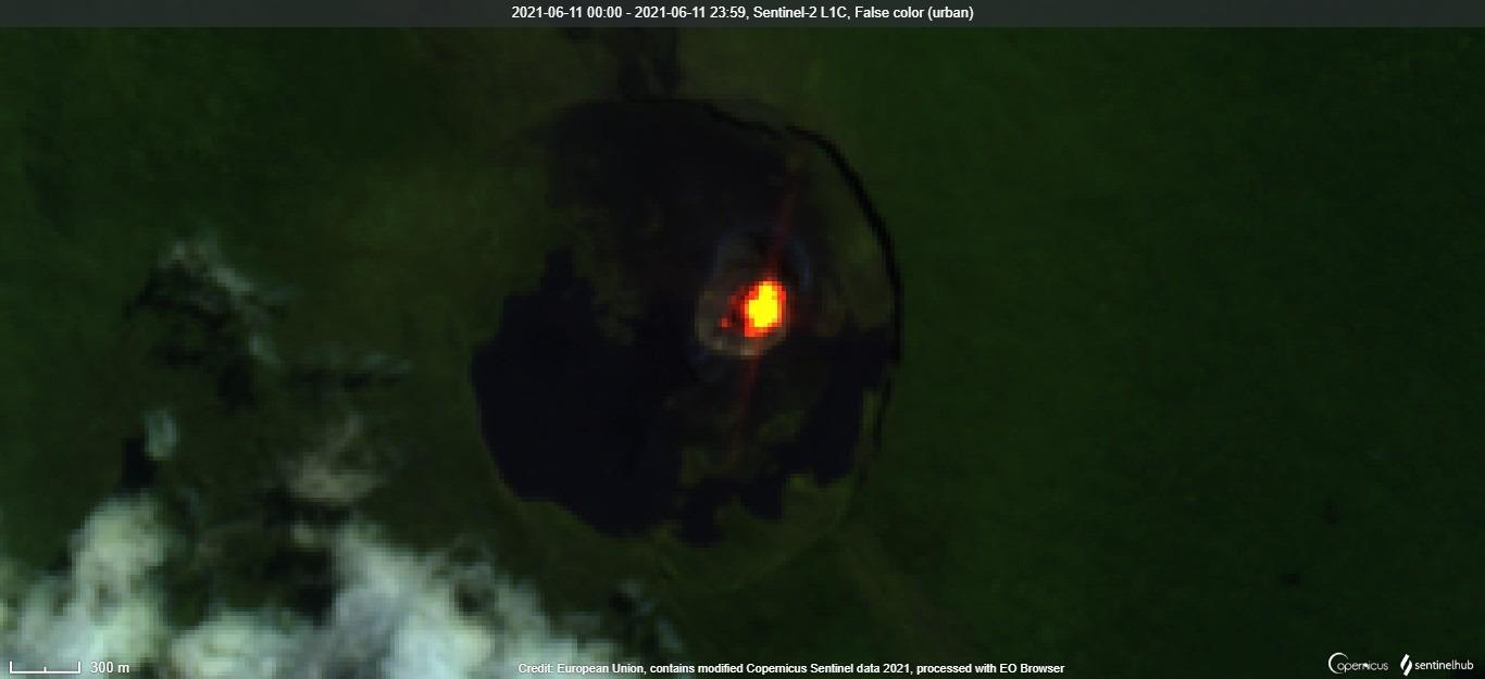 New lava lake in the caldera of Nyamuragira volcano visible from satellite on 11 June (image: Sentinel 2)