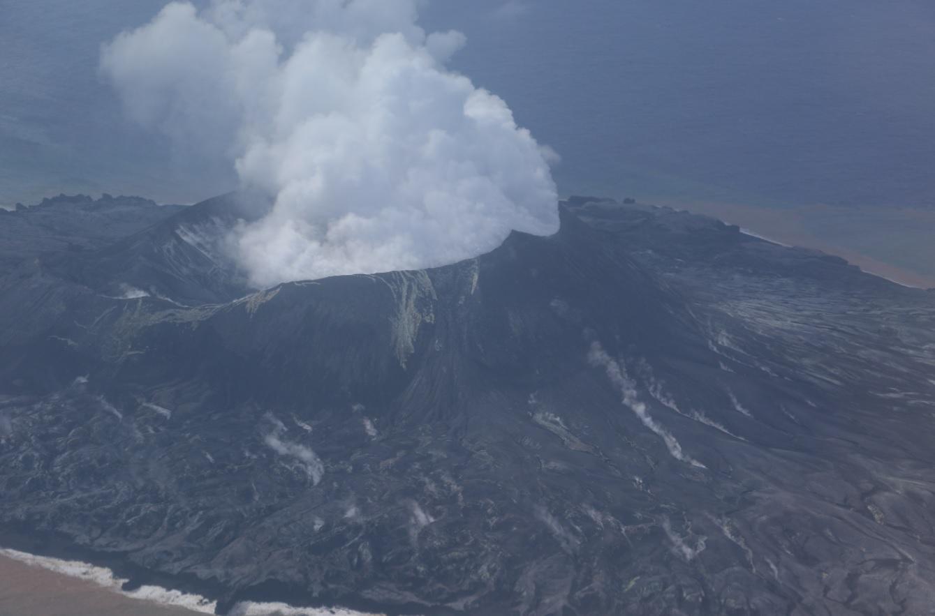 Degassing from Nishinoshima volcano's crater (image: JCG)