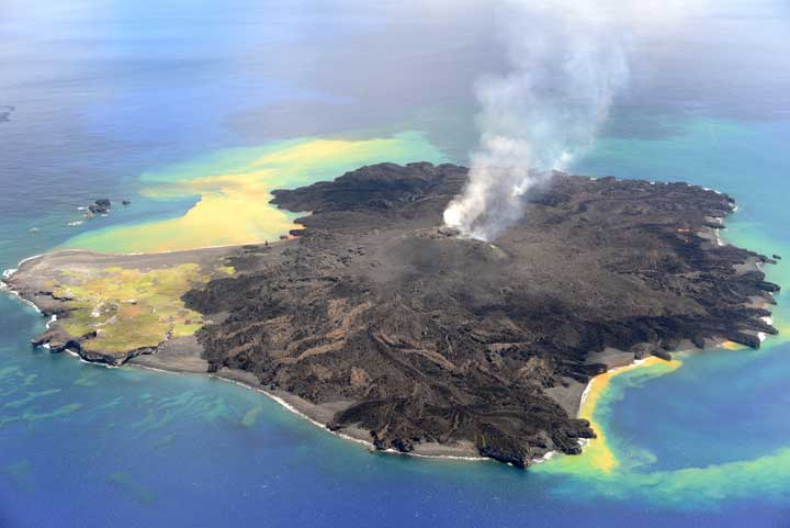 View of the Nishino-Shima island from the west on 26 Aug (Japanese Coast Guard)