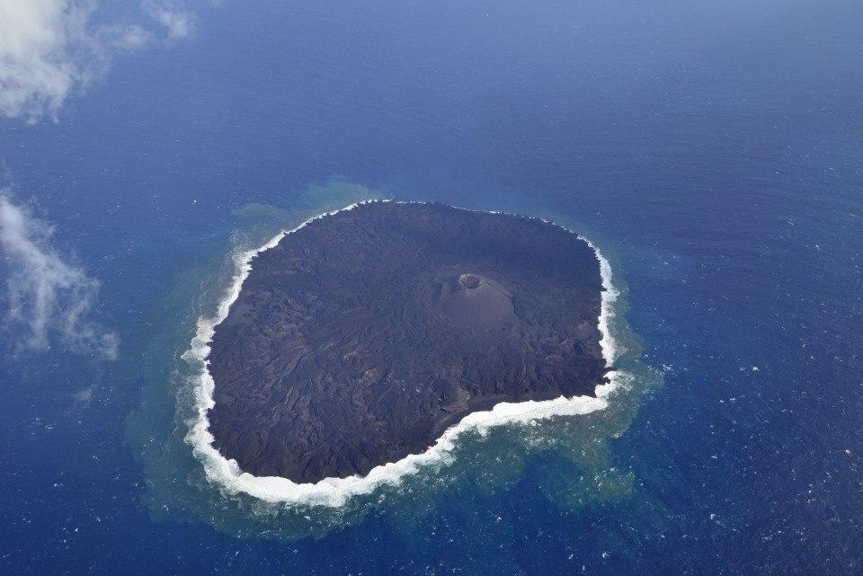 Nishimashima island seen from the air on 19 Jan 2016 (Japan Coast Guard)