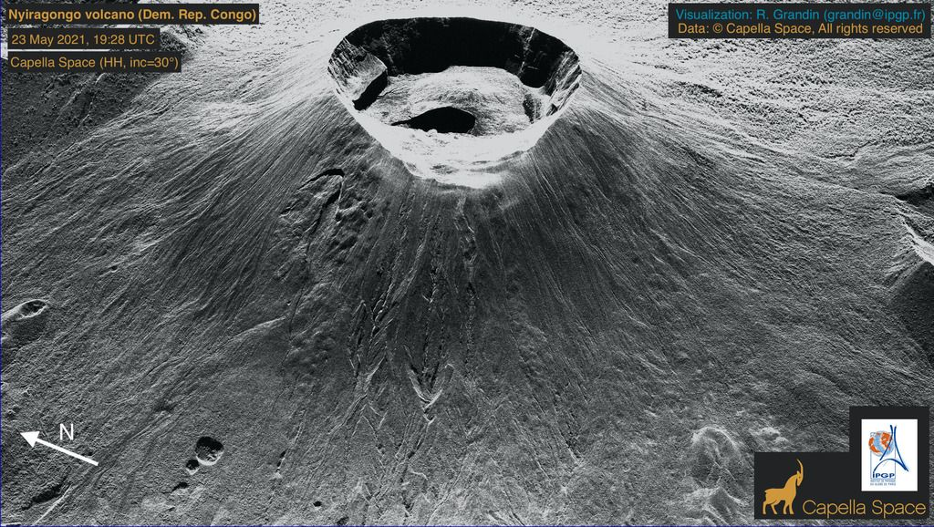 Ultra-high resolution satellite image of the volcano's summit crater from 23 May (image: @capellaspace/twitter)