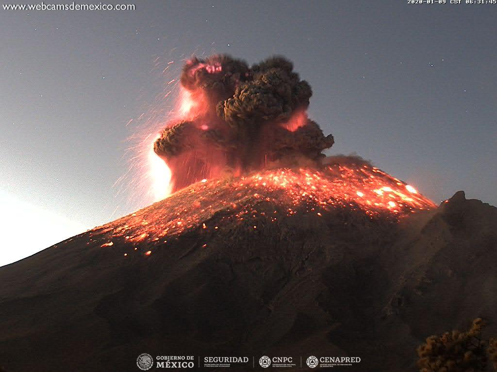 Explosion with incandescent fragments from Popocatépetl volcano yesterday (image: CENAPRED)