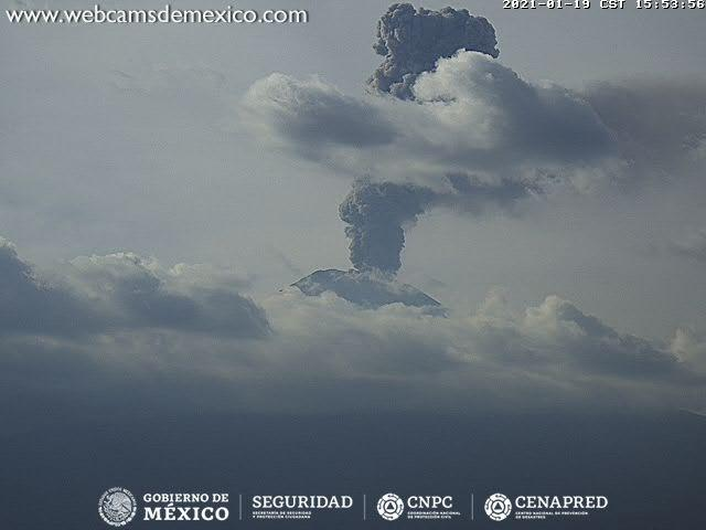 Spectacular ash plume rose to estimated 7 km altitude (image: CENAPRED)