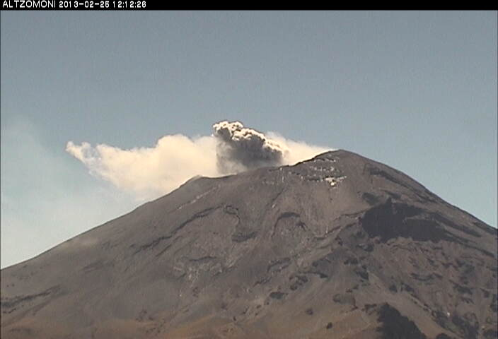 Weak ash emission at Popocatépetl yesterday (CENAPRED)