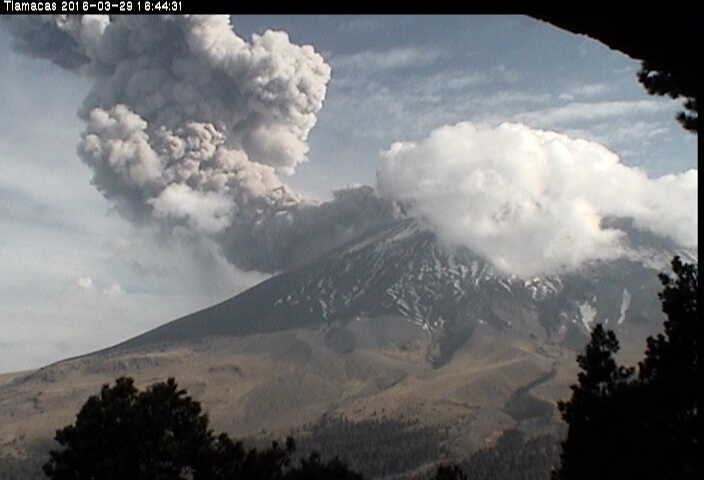 Strong explosion at Popocatépetl Tuesday afternoon
