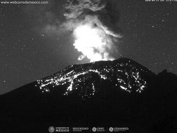 Incandescent material from Popocatépetl volcano (image: CENAPRED)