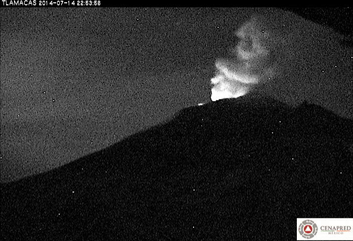 Glow at Popocatépetl volcano at night (CENAPRED)