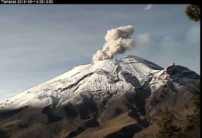 Explosion at Popocatépetl this morning (CENAPRED webcam)
