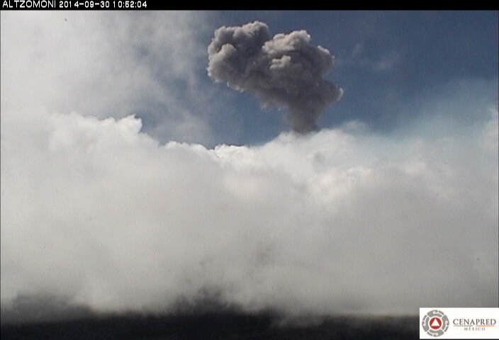 Small explosion from Popocatépetl yesterday (CENAPRED)