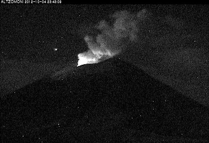 Nachttijd gloeien bij Popocatépetl