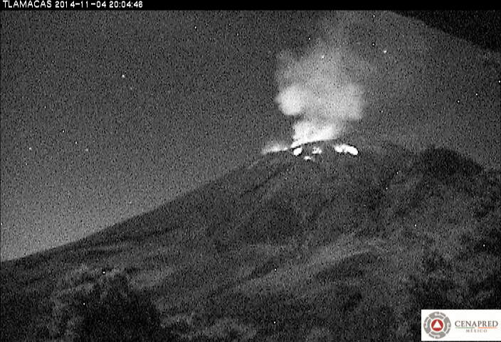 Explosion at Popocatépetl ejecting incandescent material on the upper flanks on the evening of 4 Nov