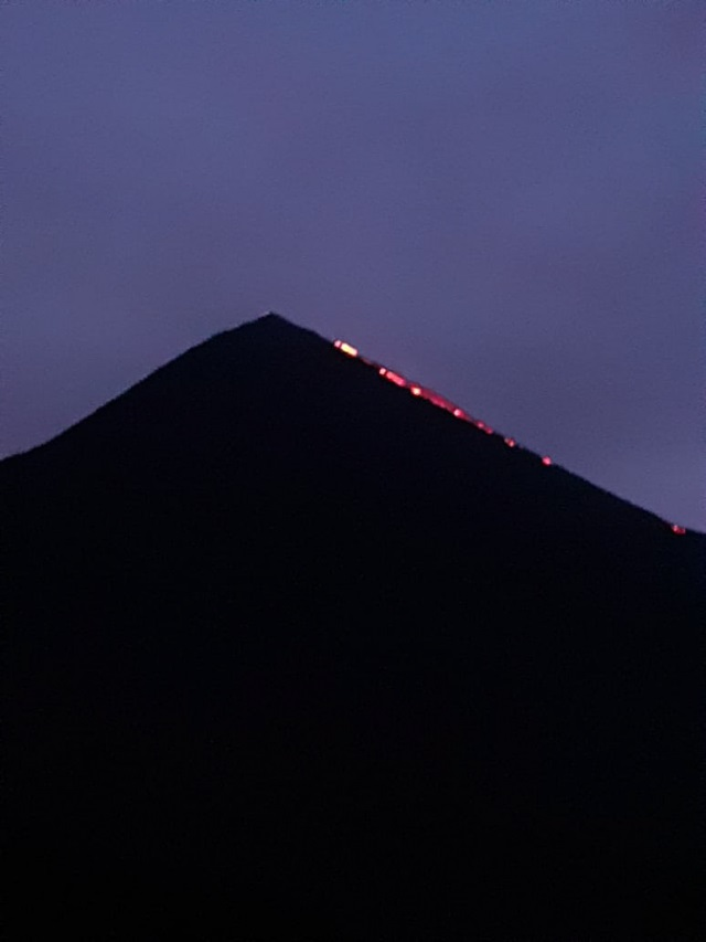 The lava flow on the SE flank at Pacaya volcano (image: INSIVUMEH)
