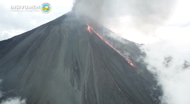 The new lava flow on Pacaya this morning (image: INSIVUMEH)