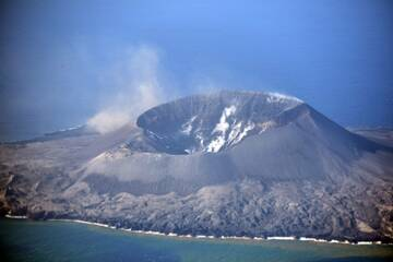 The crater of Nishinoshima volcano with near-constant degassing (image: JCG)