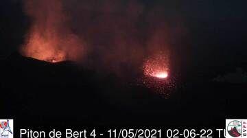Vista de los conos activos en el volcán Piton de la Fournaise (imagen: OVPF)