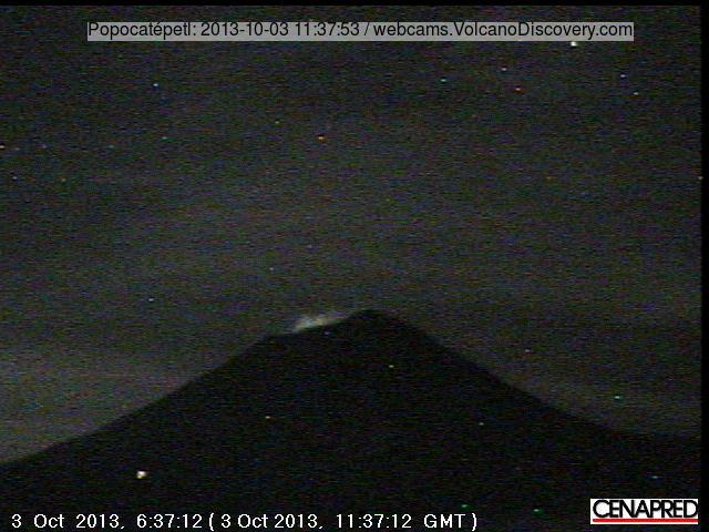 Crater glow from Popocatépel this morning