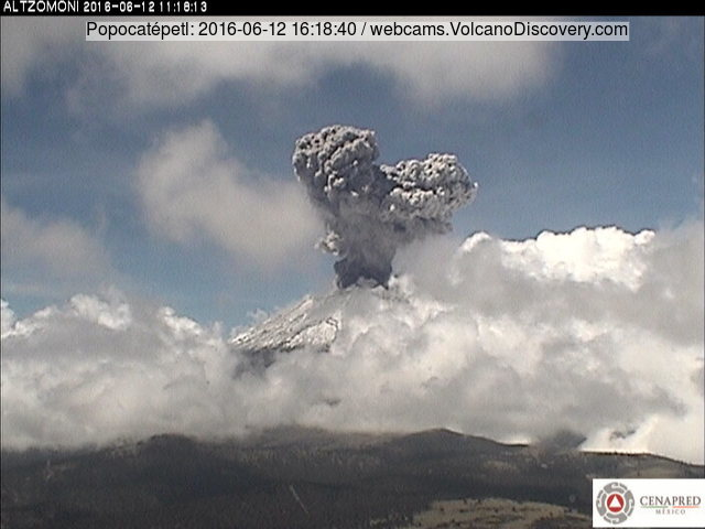Mushroom cloud from Popocatépetl volcano yesterday (CENAPRED webcam)