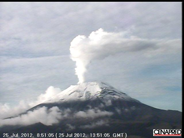 Steam and gas plume rising from Popo (CENAPRED)