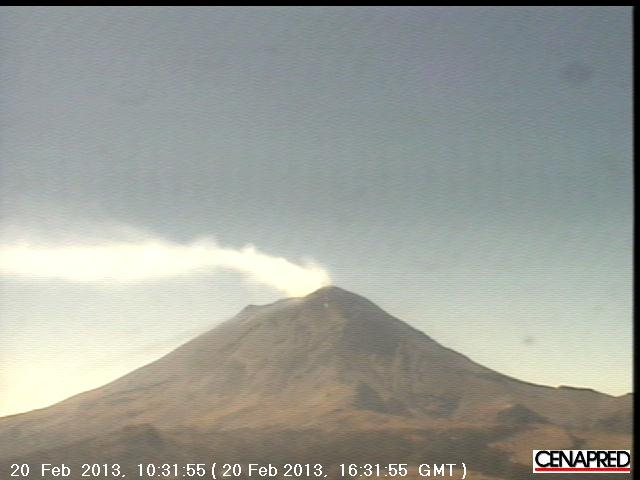 Degassing plume from Popocatepétl today (CENAPRED webcam)