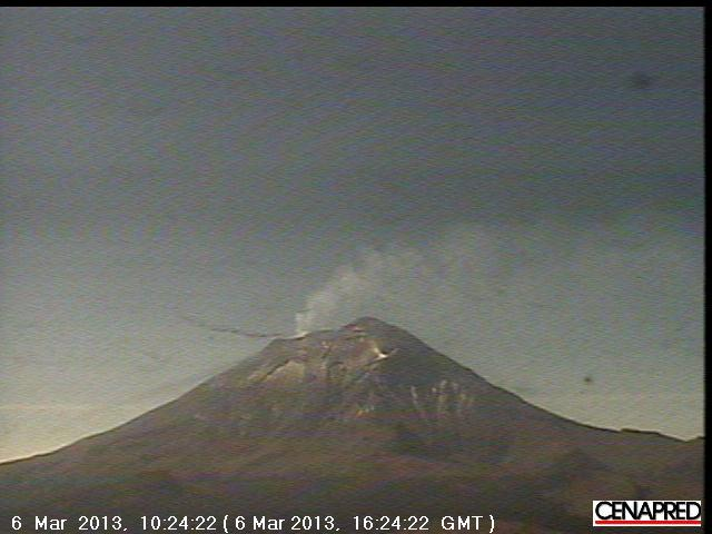 Popocatépetl this morning (CENAPRED webcam)