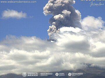 Explosive eruption at Popocatépetl volcano on 4 September (image: CENAPRED)